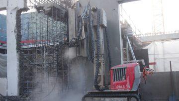 Hidrodemolição pesada com uso de robot